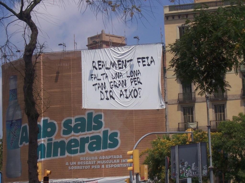 Lonas et contre-lonas à Barcelone en juin 2007. Cliché d'Arturo sur Flickr.