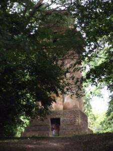 Tour Bismarck de Metz édifiée en 1902 sur le Mont Saint Quentin. Ce modèle Crépuscule des Dieux est semblable à celui de Stuttgart. Cliché Sophie Clairet. Août 2015.