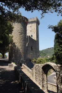 Château Malaspina à Fosdinovo (Province de Massa-Carrara), où Dante fut accueilli. Juillet 2016. Cliché Sophie Clairet